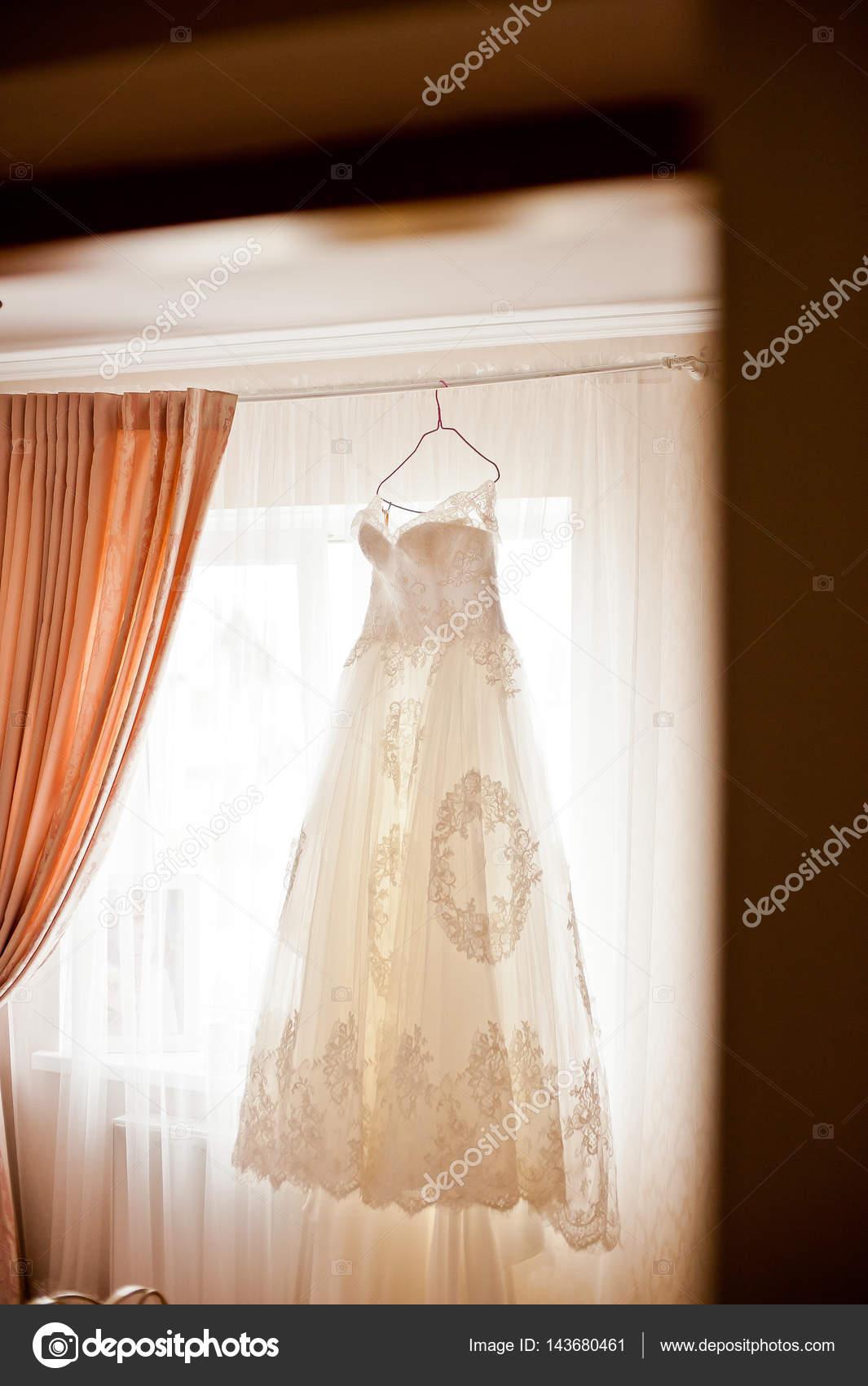 Hochzeit Kleid und Schuhe Braut — Stockfoto © kiriak09 #143680461