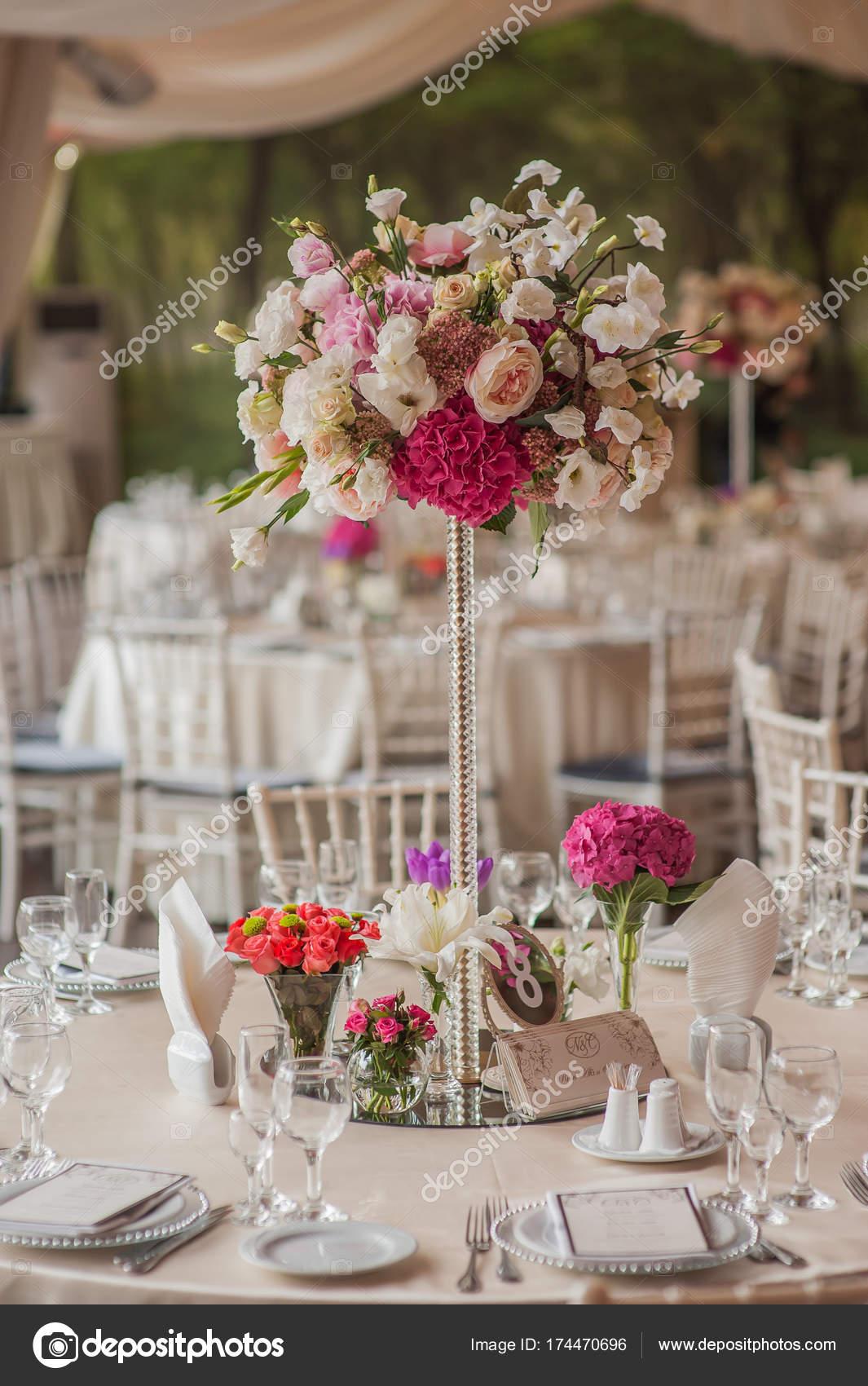 Dekorationen Auf Hochzeit Tische Blumen Landschaft Stockfoto