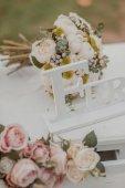 decorazioni sullo scenario di fiori di nozze tabelle