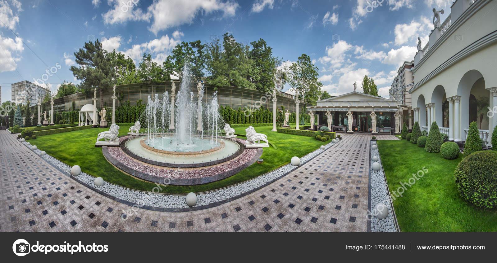 Wonderful Brunnen Auf Der Straße Im Inneren U2014 Foto Von Kiriak09