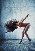 Photo Sports woman shaking hair