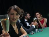 Fotografie portrait of smiling woman with drink playing poker