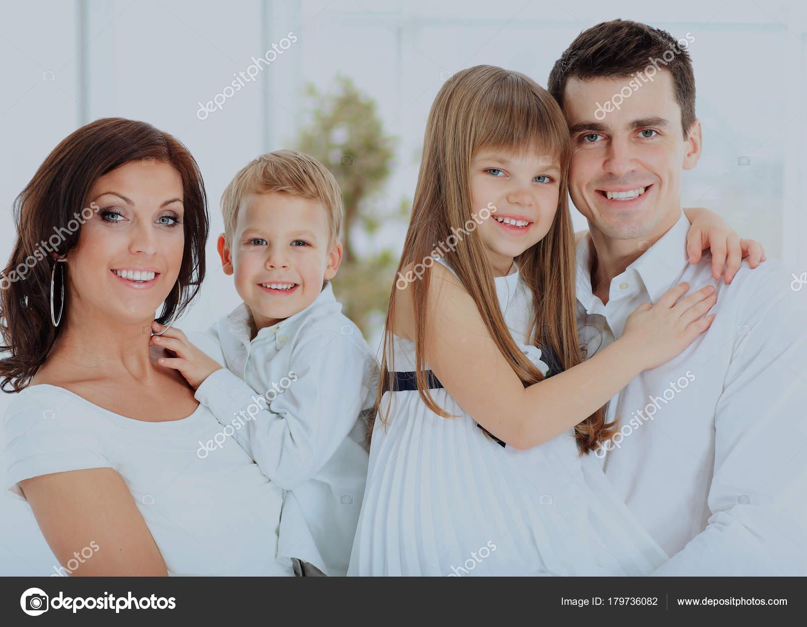 Дети на руках фото