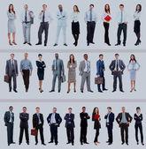 grande gruppo di lunghezza piena di persone isolata su bianco