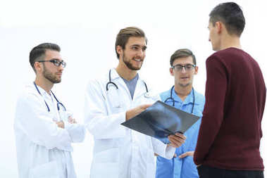 group of doctors discussing a patients x-ray