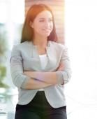 modern üzleti nő az irodában az ablak mellett