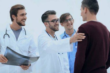 doctors congratulating the patients recovery