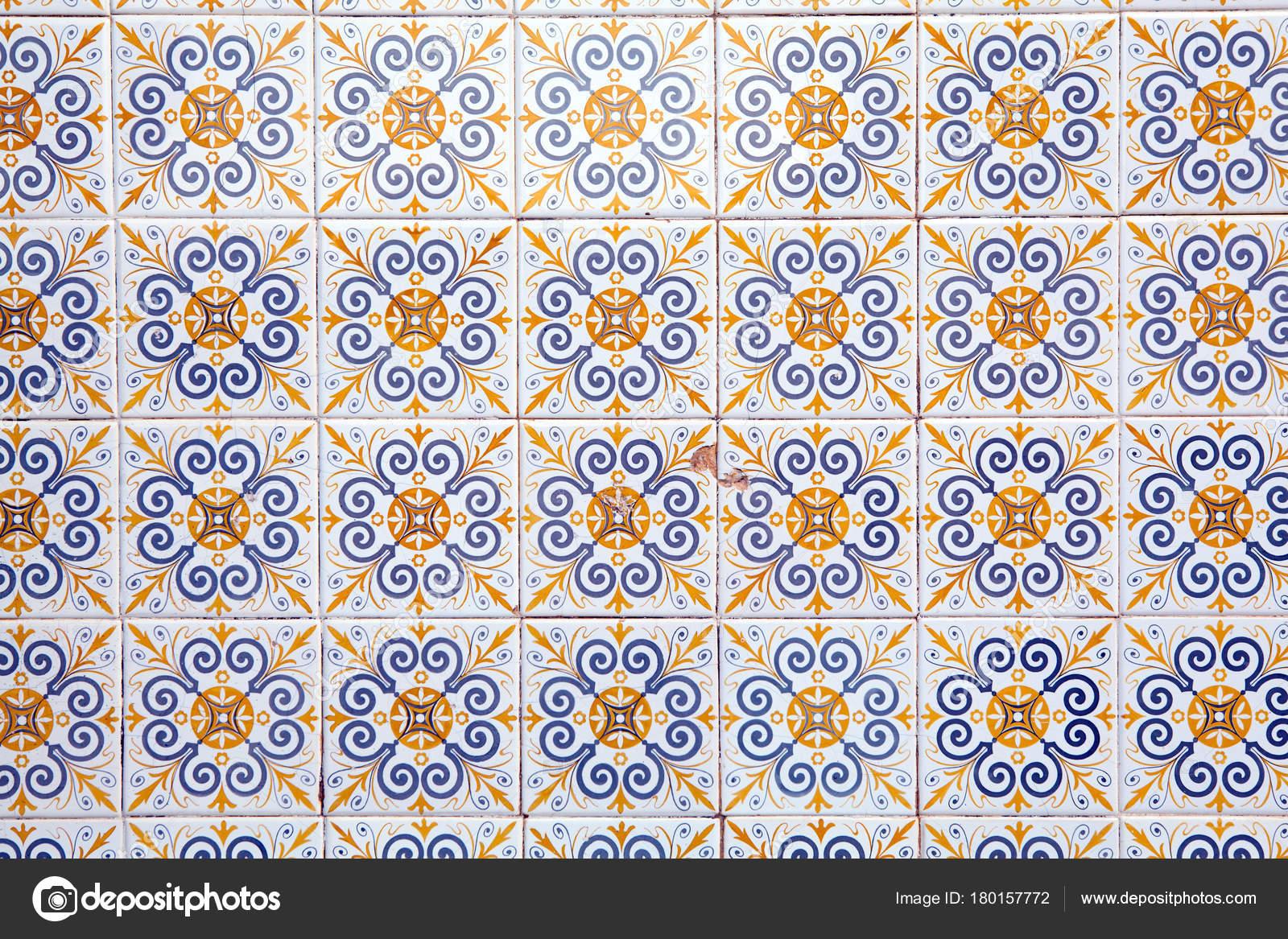Decorazioni tipiche portoghesi con colorate piastrelle in ceramica
