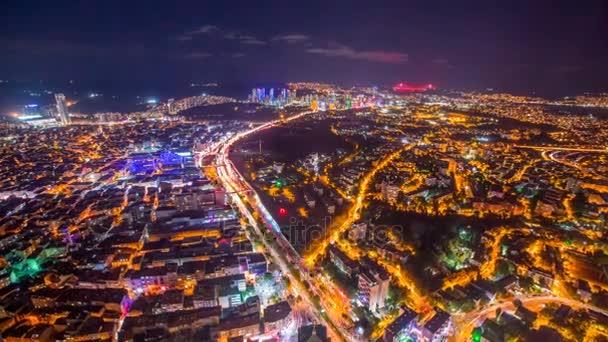 Timelapse pohledy z Istanbulu se semaforem v noci