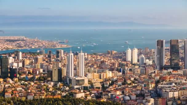 Letecký timelapse Bospor a Istanbul panoráma s turistické plovoucí lodě a Golden horn