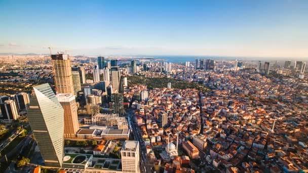 Timelapse pohledy istanbulské obchodní čtvrti a Golden horn
