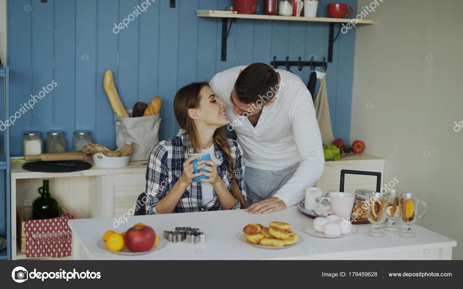 inceste la mere sert de petit dej' pour son fils