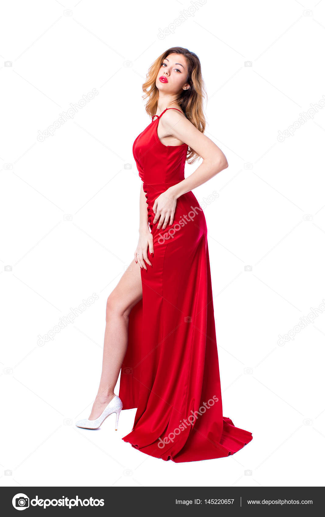 1d5134a91489d3 Jonge mooie gelukkig blonde vrouw in rode jurk — Stockfoto © arkusha ...