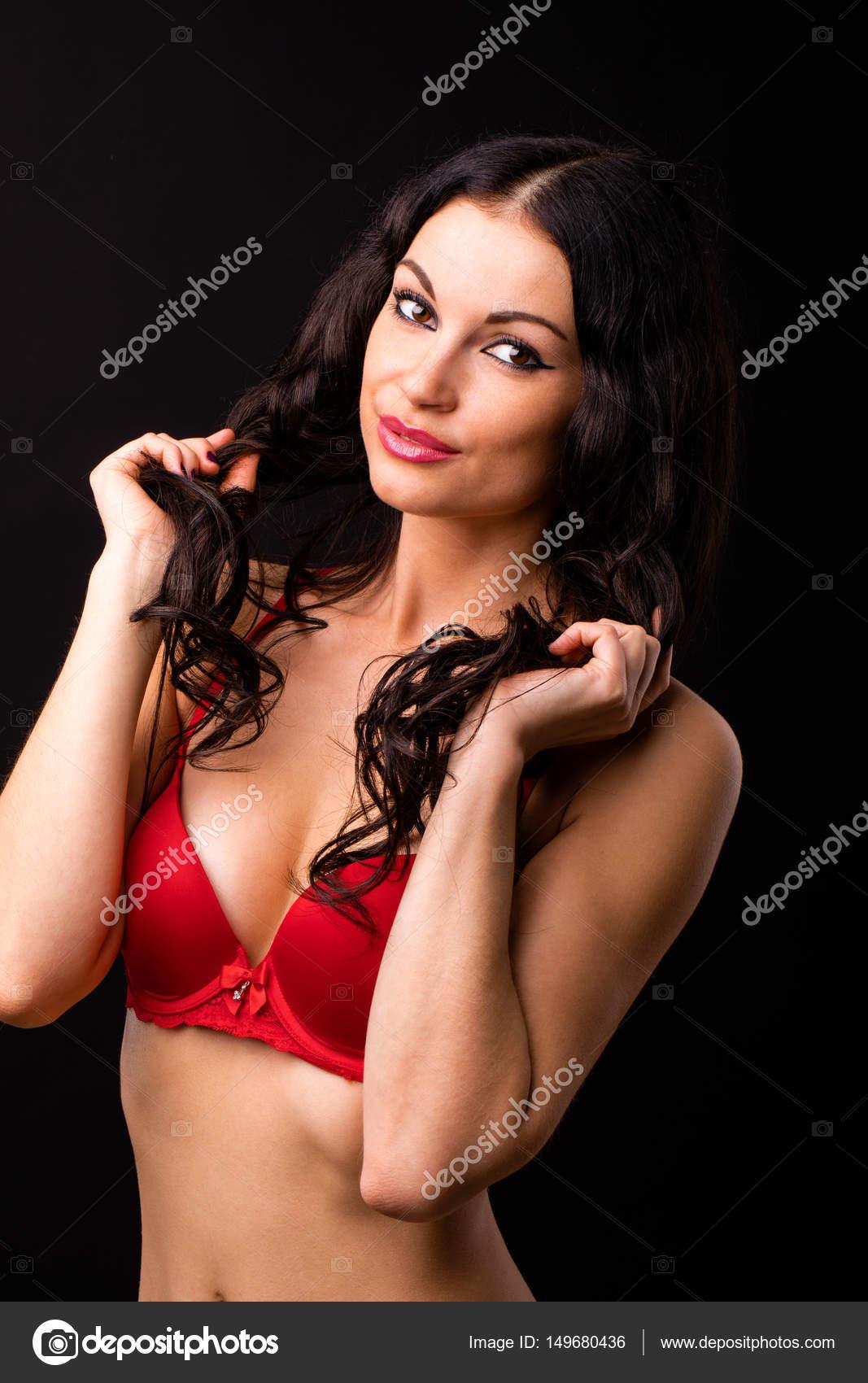 Фото сексуальная девушка брюнетка в милецейской форме
