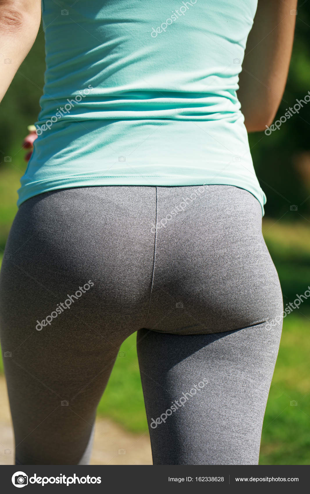 close up sexy ass. athletic woman working out — stock photo