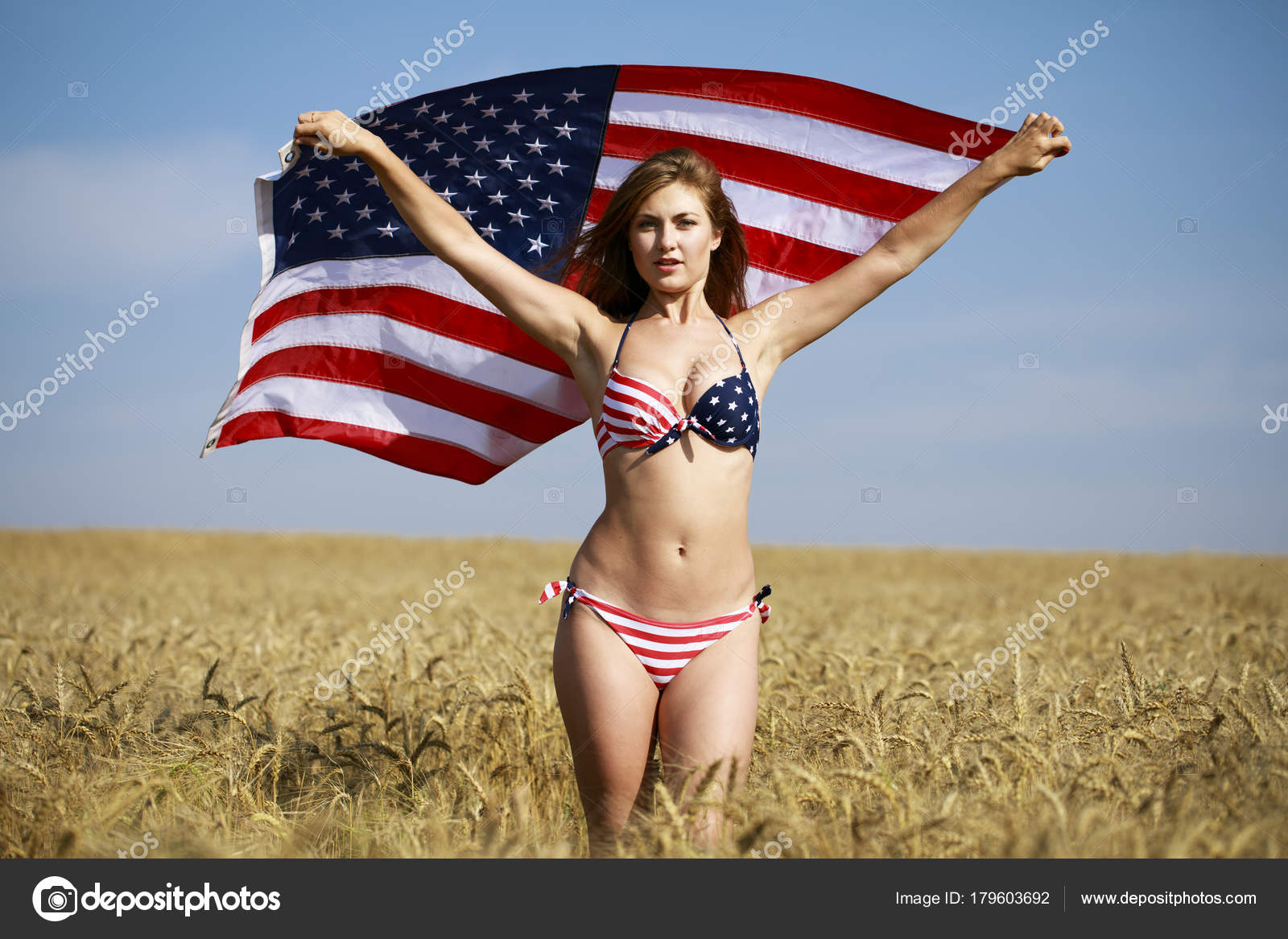83dcea71953f4 Sexy woman in sexy American flag bikini in a wheat field — Stock Photo
