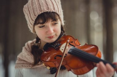 Teenage girl portrait with violin