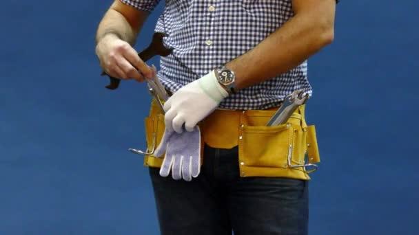 Mužské stavební dělník nástroj pásem.