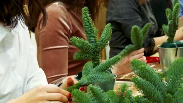 Workshop Ruční výroba novoroční kytice. Dekorace vánoční strom kožešiny