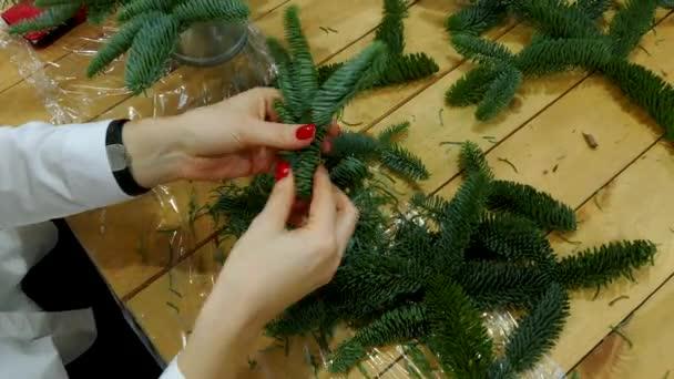 Workshop kézi csokrok újévi készült. Karácsonyi prémes-fa dekoráció.