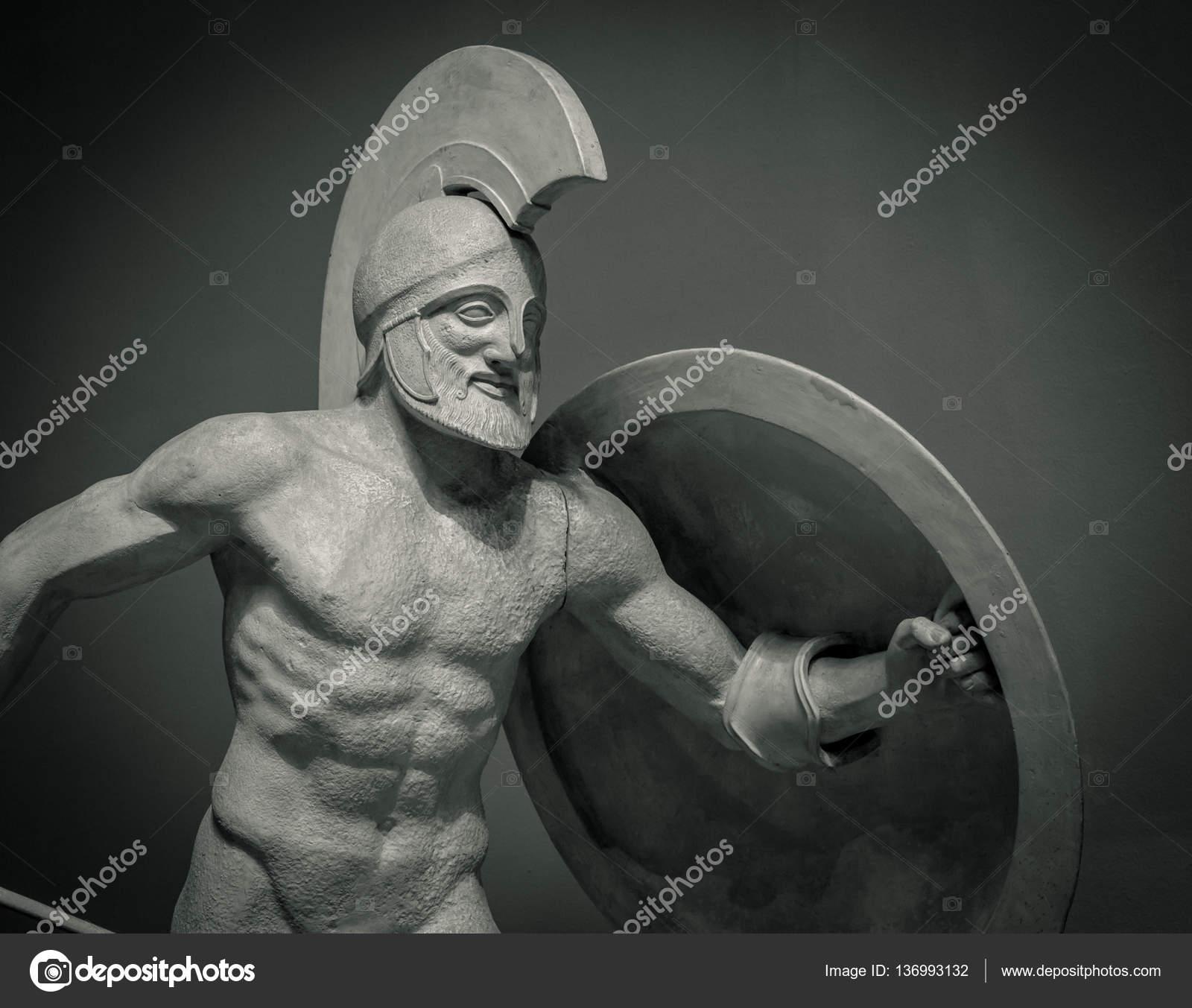La Tete Dans Le Casque La Sculpture Grecque Antique Du Guerrier