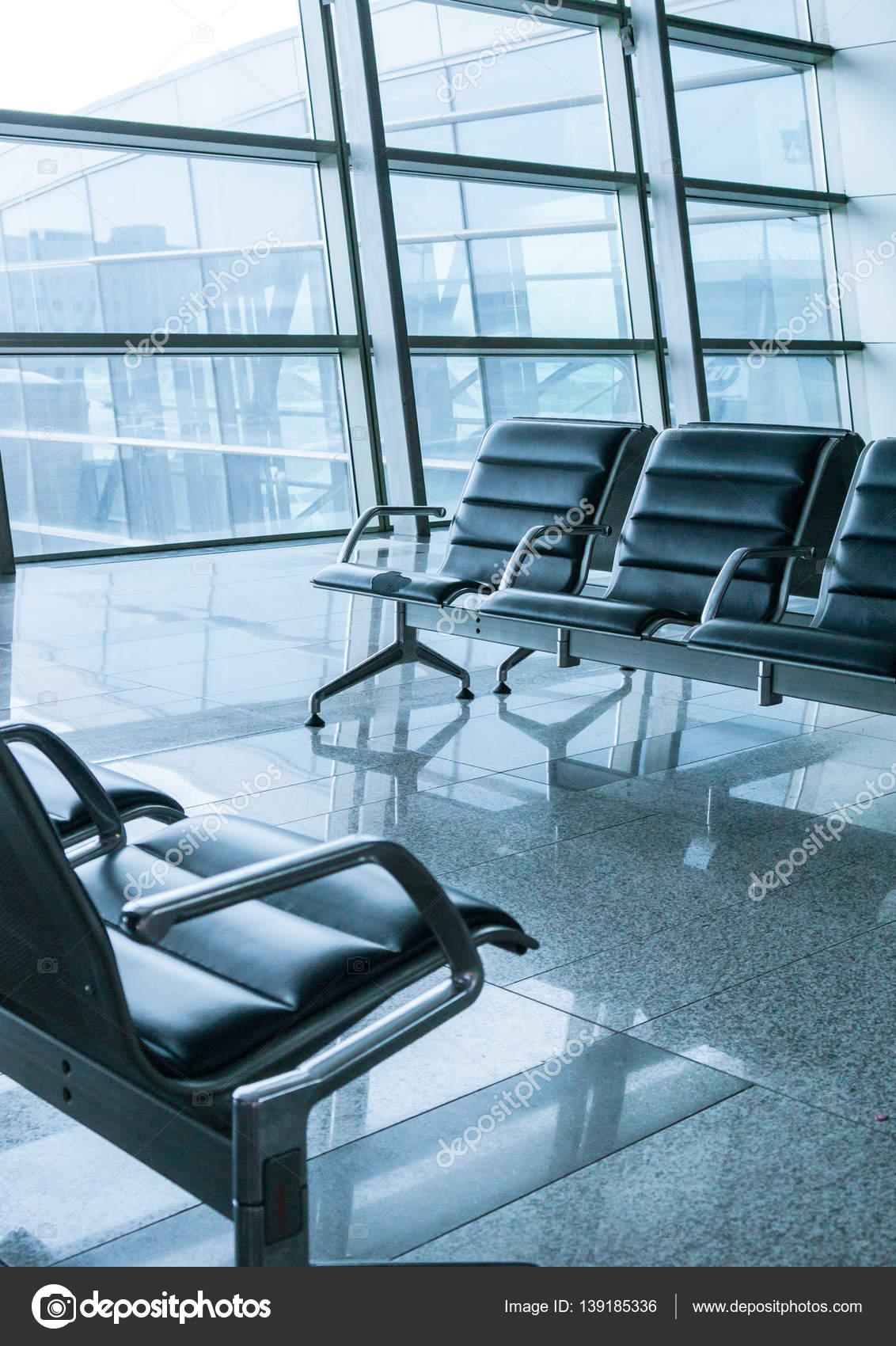 Salle Dattente Terminal Aéroport Vide Avec Chaises Photographie