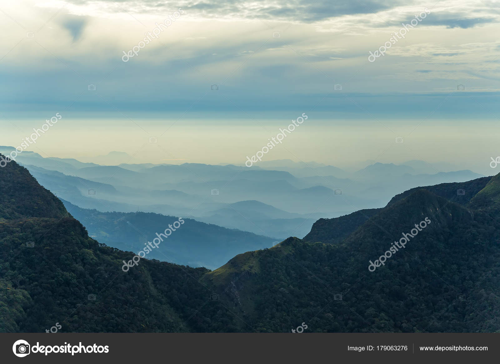 山の風景の雲霧林。ホートンプレ...