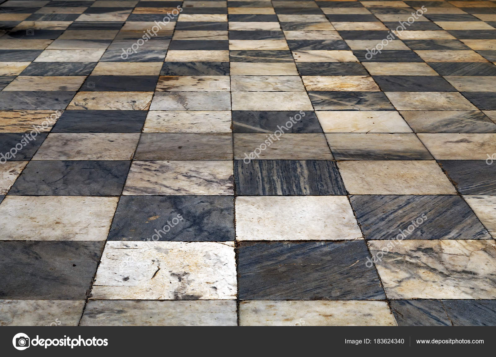 Zwart Wit Tegels : Zwart wit geruit perspectief weergave vloer grunge tegels ma