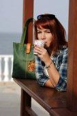 Photo redhead woman with coffee
