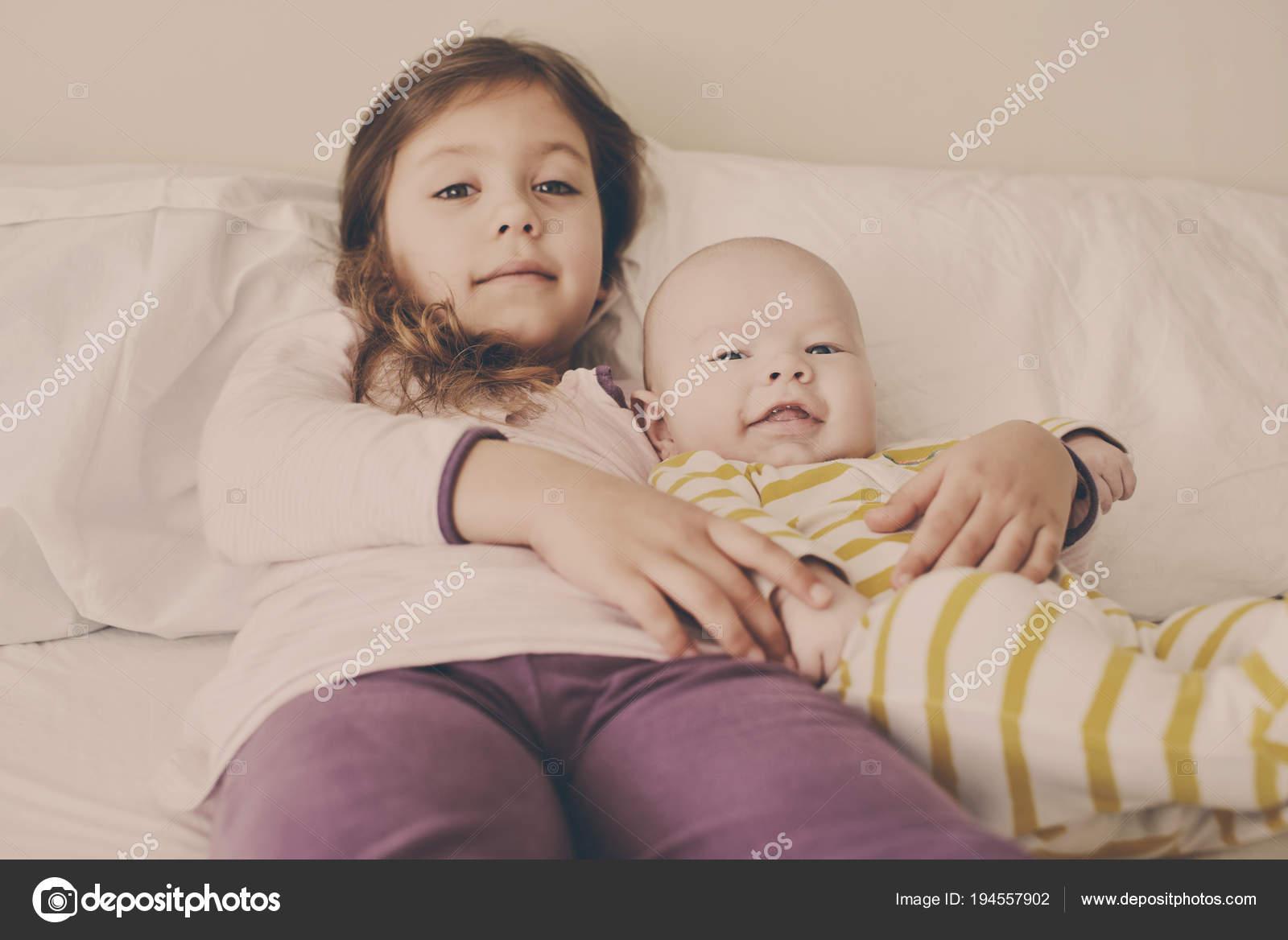 Русское брат кончил в сестру, Брат зашёл к сестре))) смотреть онлайн видео брат 11 фотография