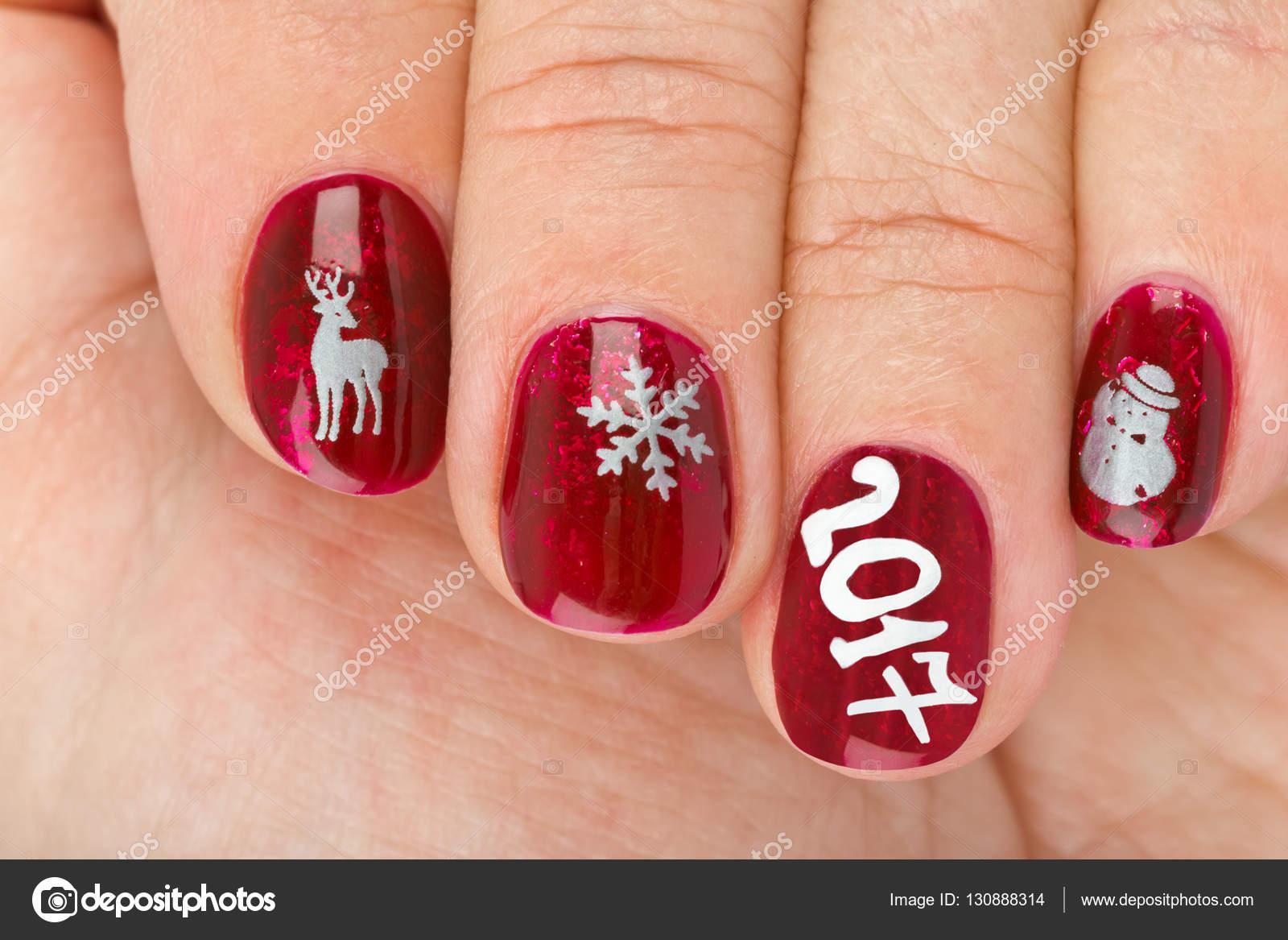 fingernagel mit weihnachten muster isoliert auf weiem hintergrund foto von violin - Fingernagel Muster