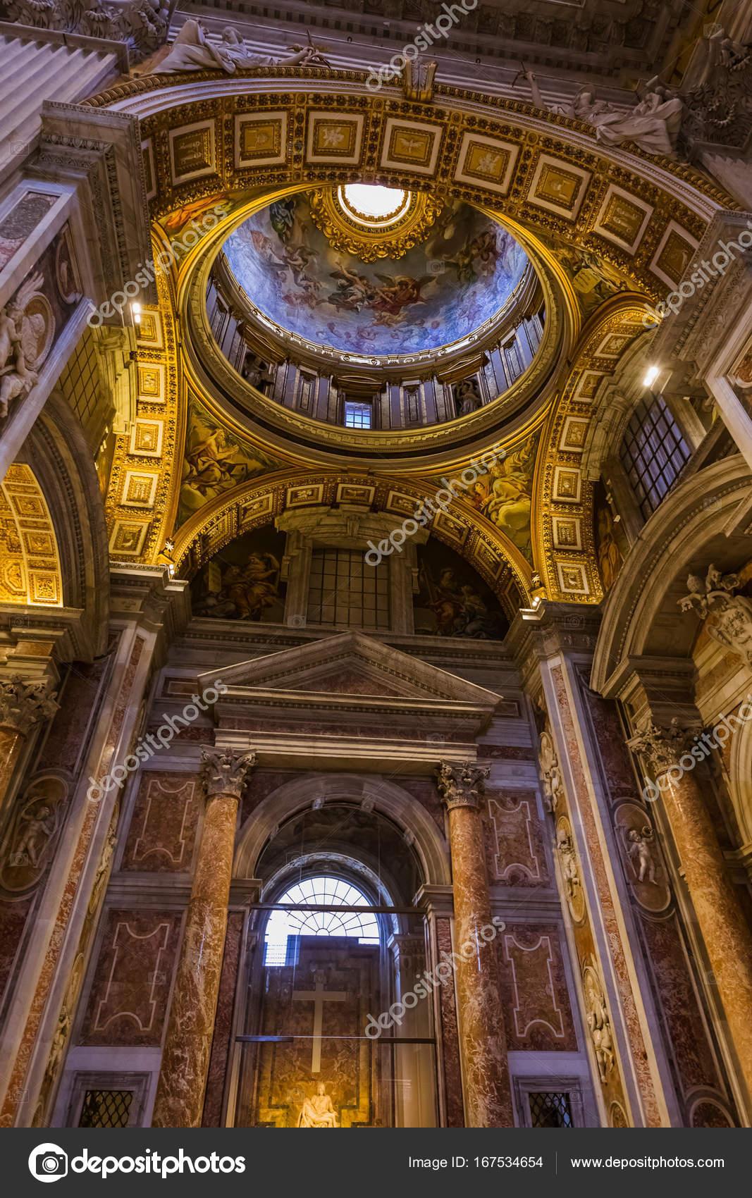 interieur van de basiliek van sant peters in vaticaan rome itali stockfoto