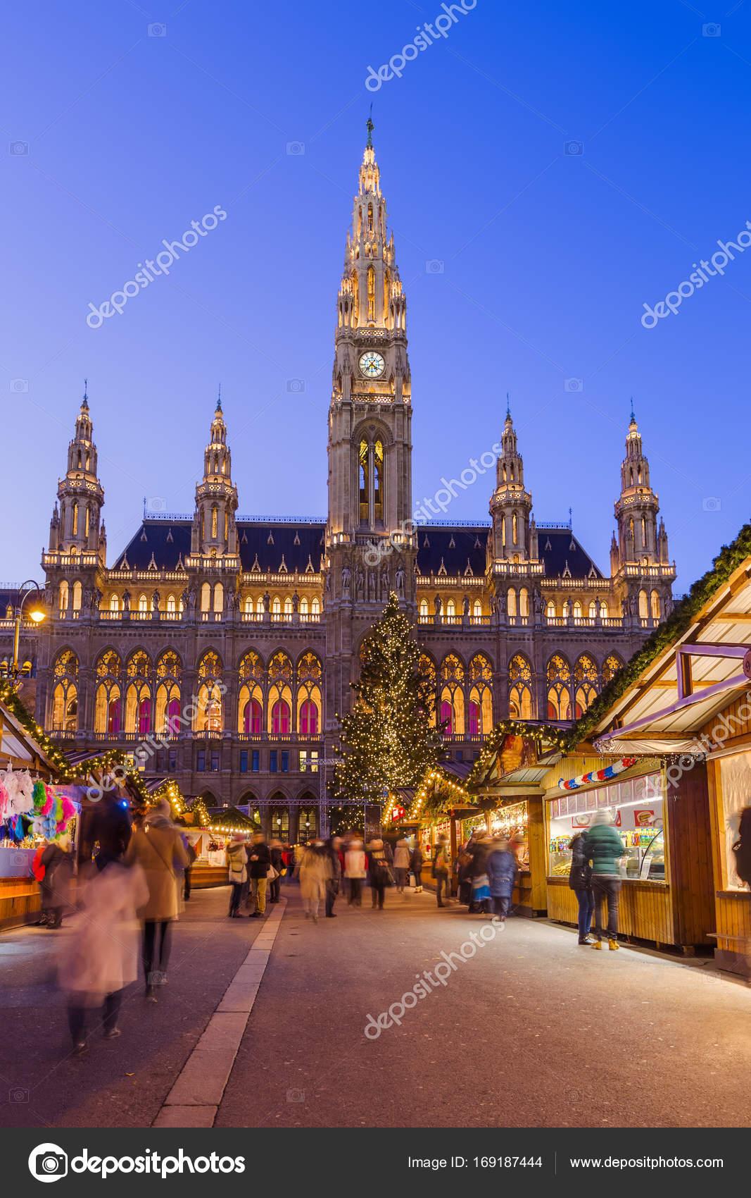 Kerstmarkt In De Buurt Van City Hall In Wenen Oostenrijk Stockfoto