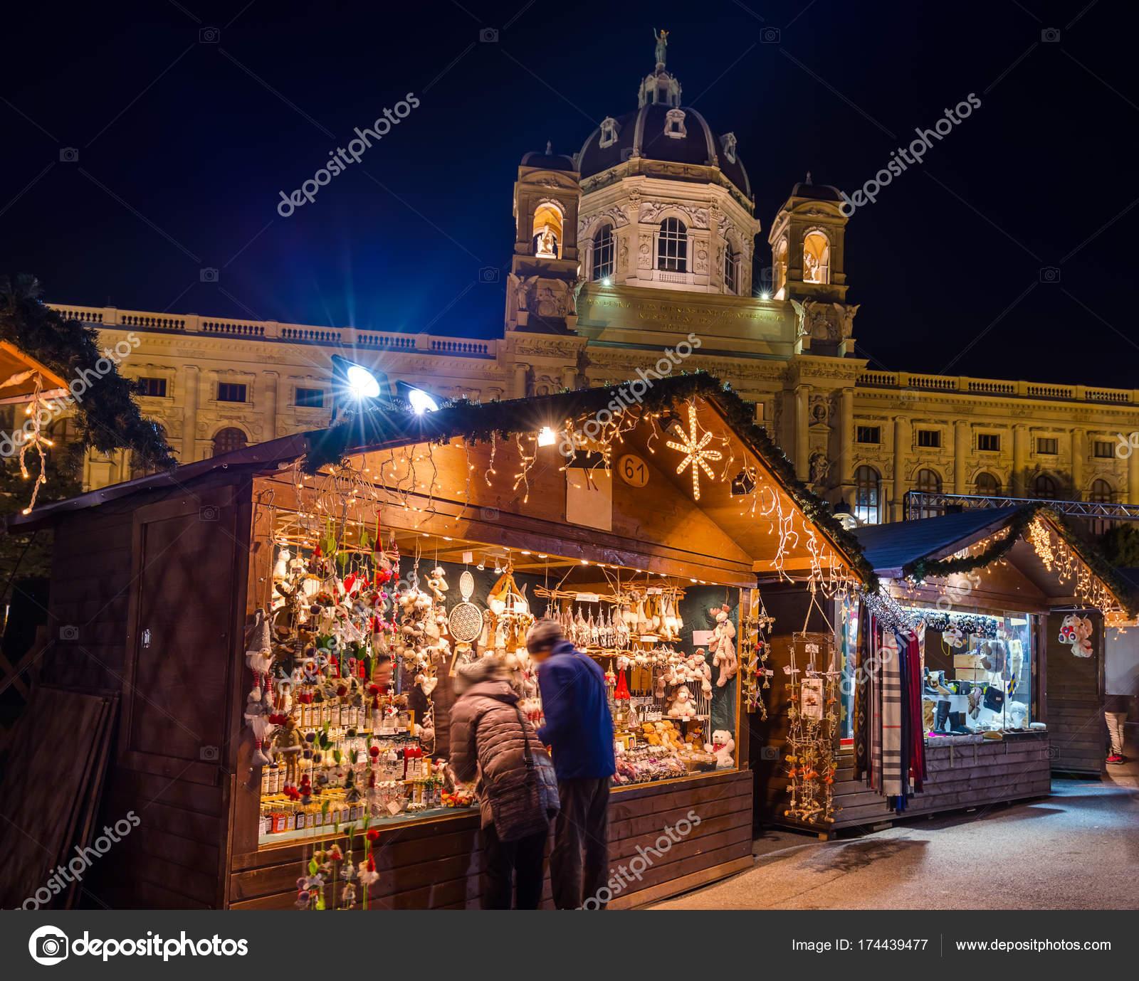 Kerstmarkt In De Buurt Museum Quarter In Wenen Oostenrijk