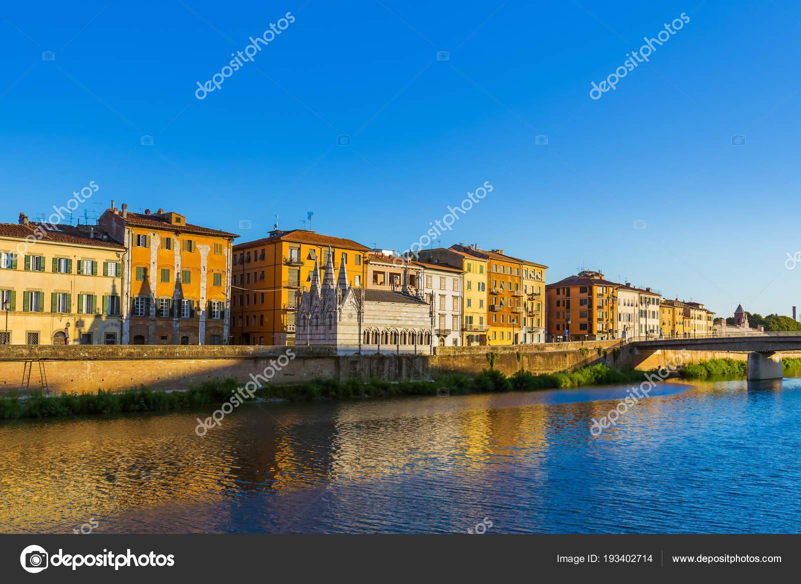 Innenstadt in Pisa Italien — Stockfoto © Violin #193402714