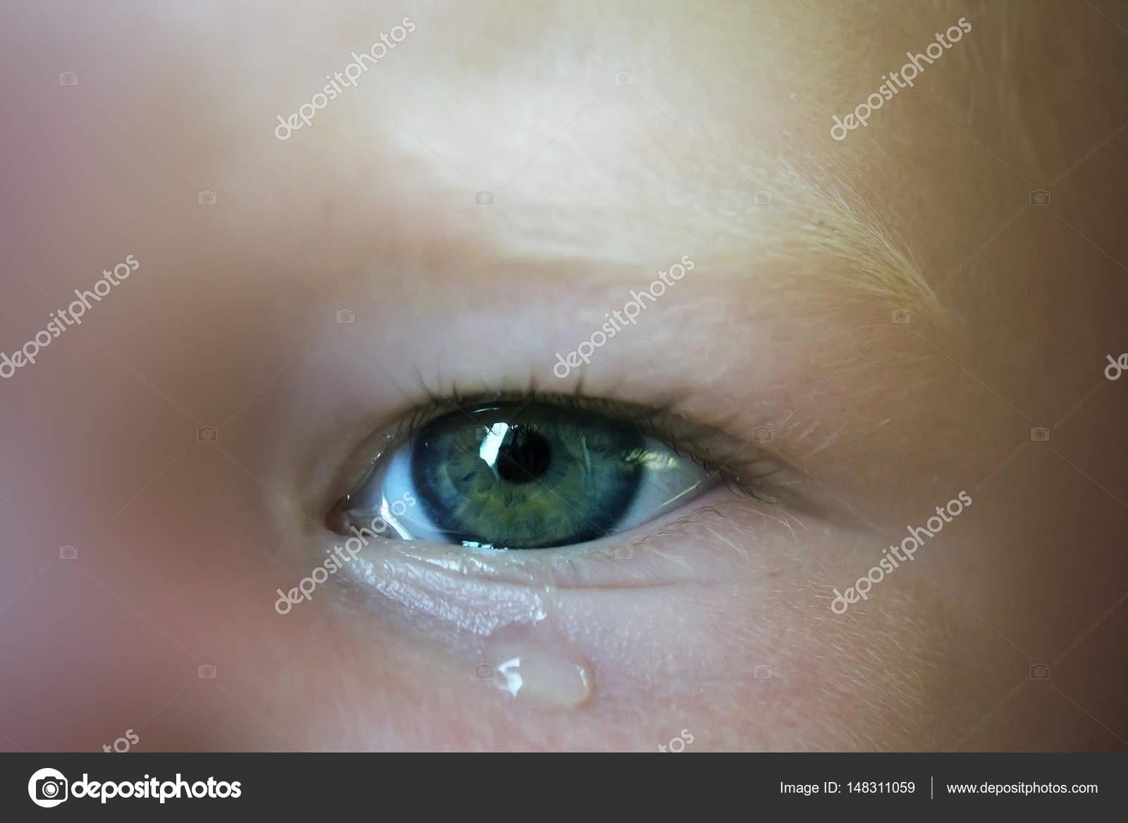 Ojos Bonitos Llorando Bebé Llorando Foto De Stock Rainfall