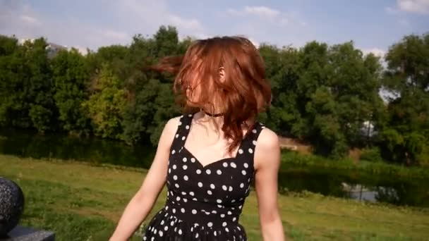 Видео на улице короткие юбки — pic 5