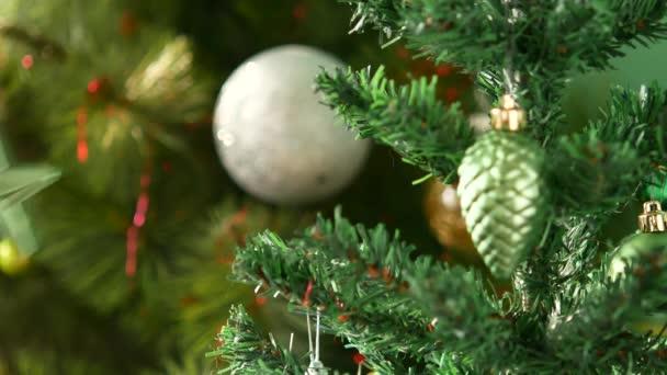 Vánoční ozdoby pro nový rok. Nová let star je zavěsit na strom.