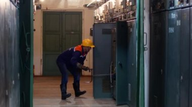 The engineer at the power station moves the current conductor