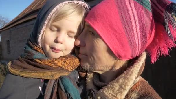 dívka s babičkou, rustikální portrét