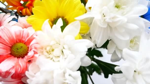 Kytice různých barev, oslavu narozenin nebo den matek.