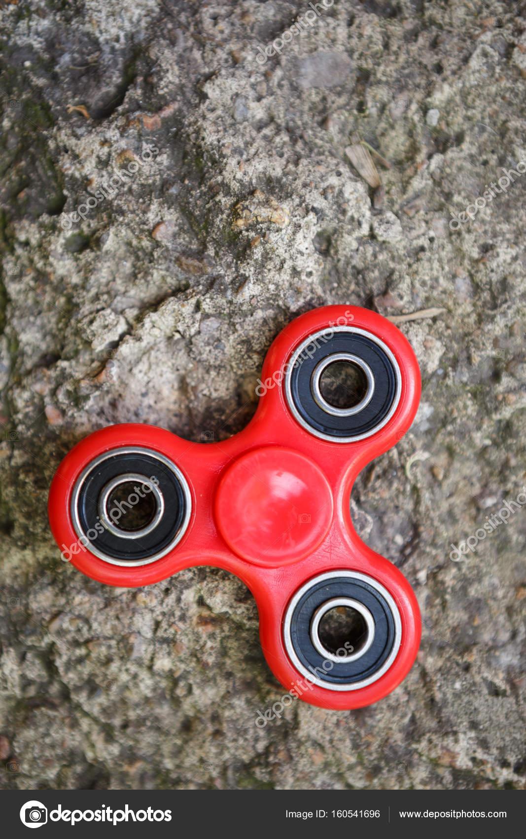Спиннер — популярная игрушка современности