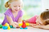 Fényképek Little sisters színes modellezés agyag