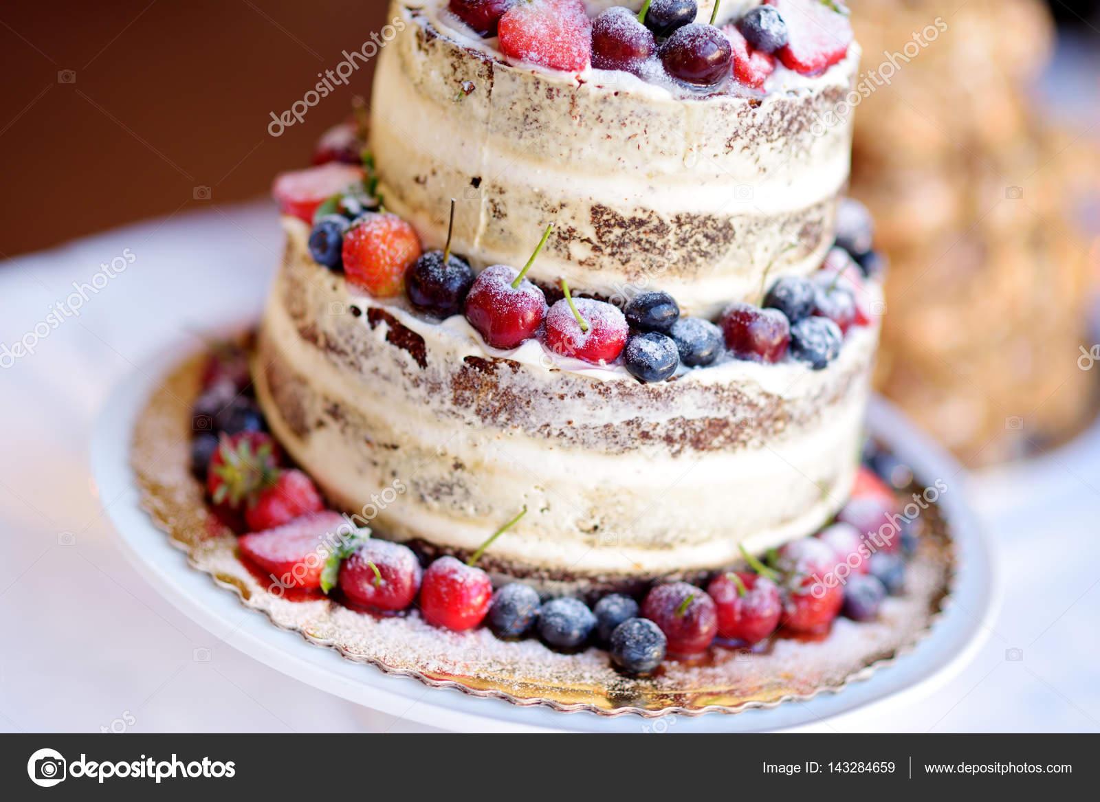 Kostliche Schokolade Hochzeitstorte Stockfoto C Maximkabb 143284659