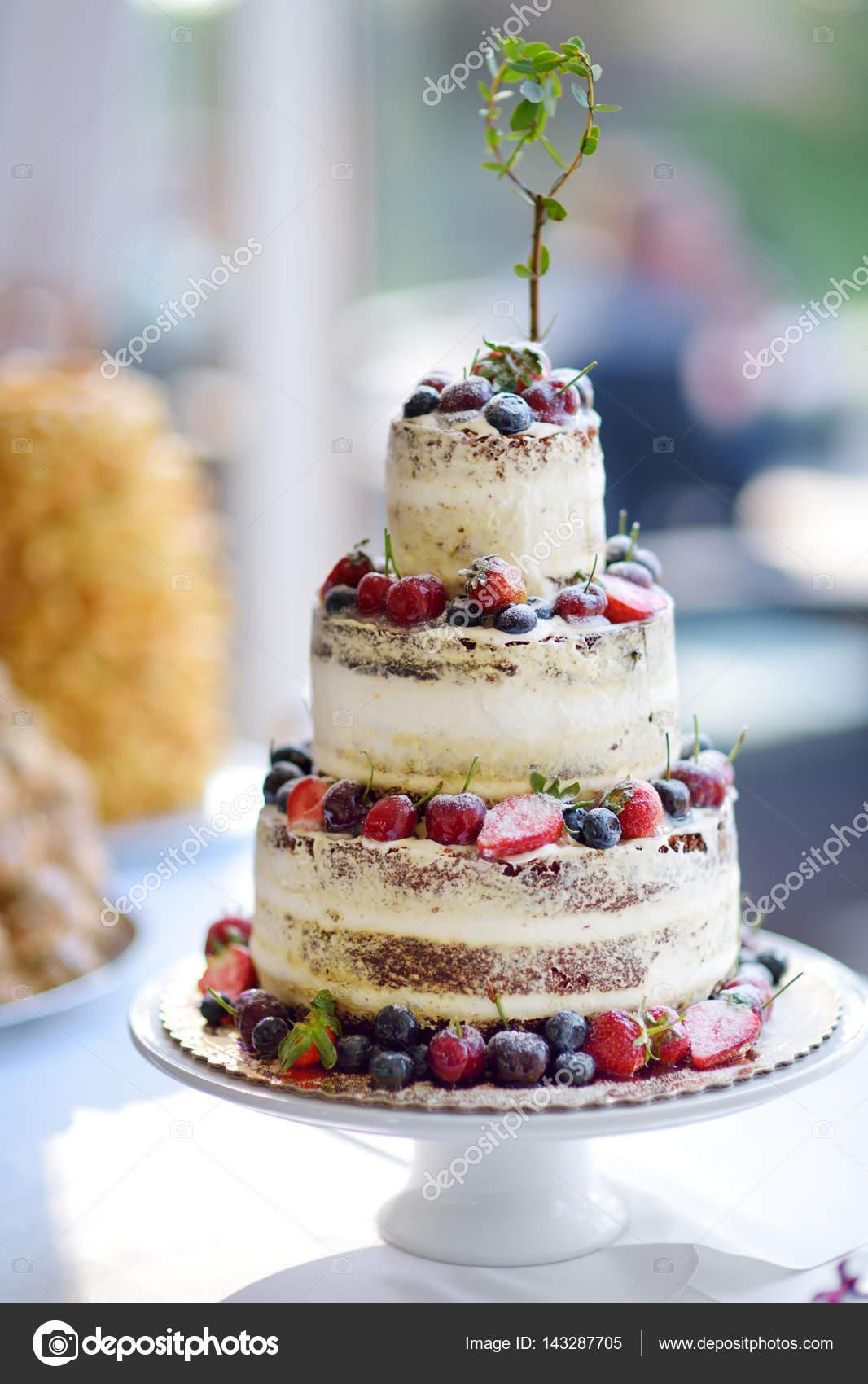 Kostliche Schokolade Hochzeitstorte Stockfoto C Maximkabb 143287705