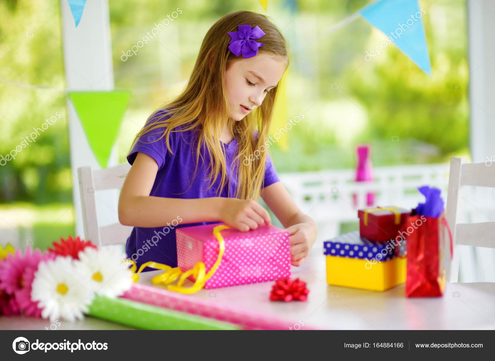 Cute girl wrapping gift — Stock Photo © MNStudio #164884166