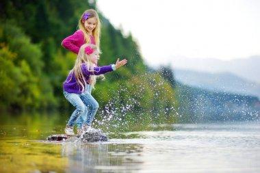 little girls at Hallstatter See lake