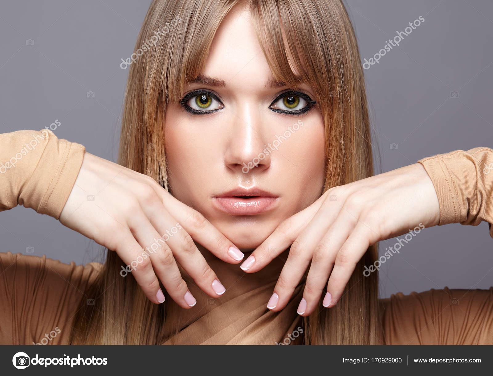 Color pelo ojos verdes