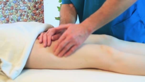 masáž nohou pro ženu