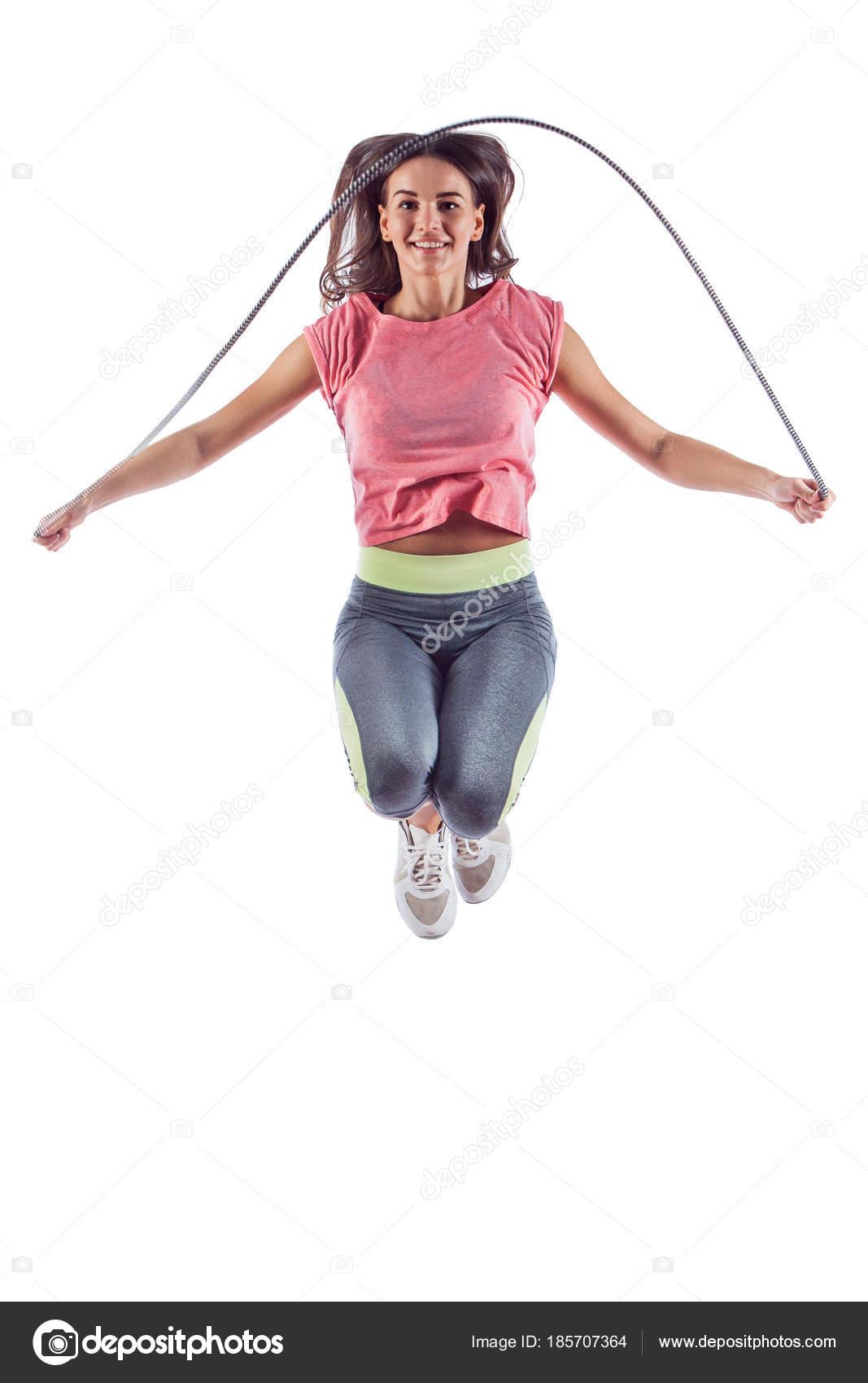 Retrato de mujer joven muscular ejercicio con saltar la cuerda — Fotos de  Stock 2f0ed5f92e9